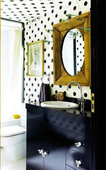 Black and white polkadot wallpaper bathrom interior decor trend 2013
