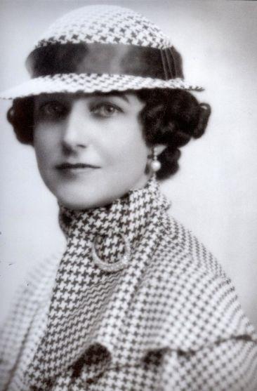 DorothyDraper Wearing Houndstooth