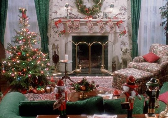 Throwbackthursday the decor of home alone for Home alone theme decorations