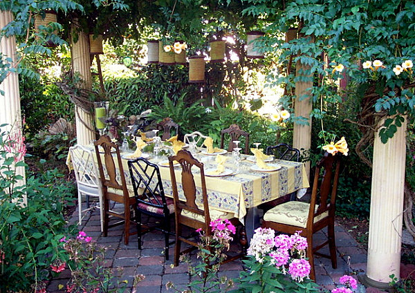 Outdoor-garden-party-Equipped-with-Floral-Decorating-Ideas-Applied-in-Dining-Table-Decorating-Ideas-with-Natural-Look